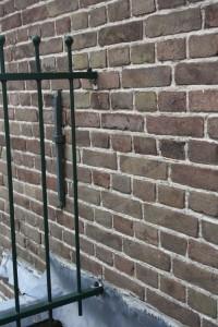 Balkon hekwerk bevestiging aan muur